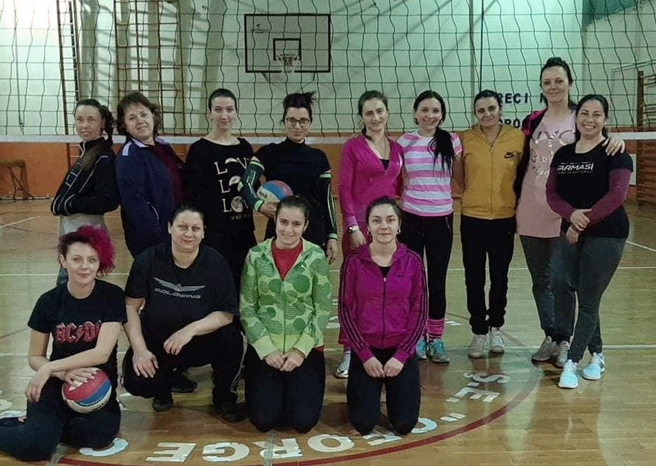 Rekreativni trening odbojke za žene u Torku