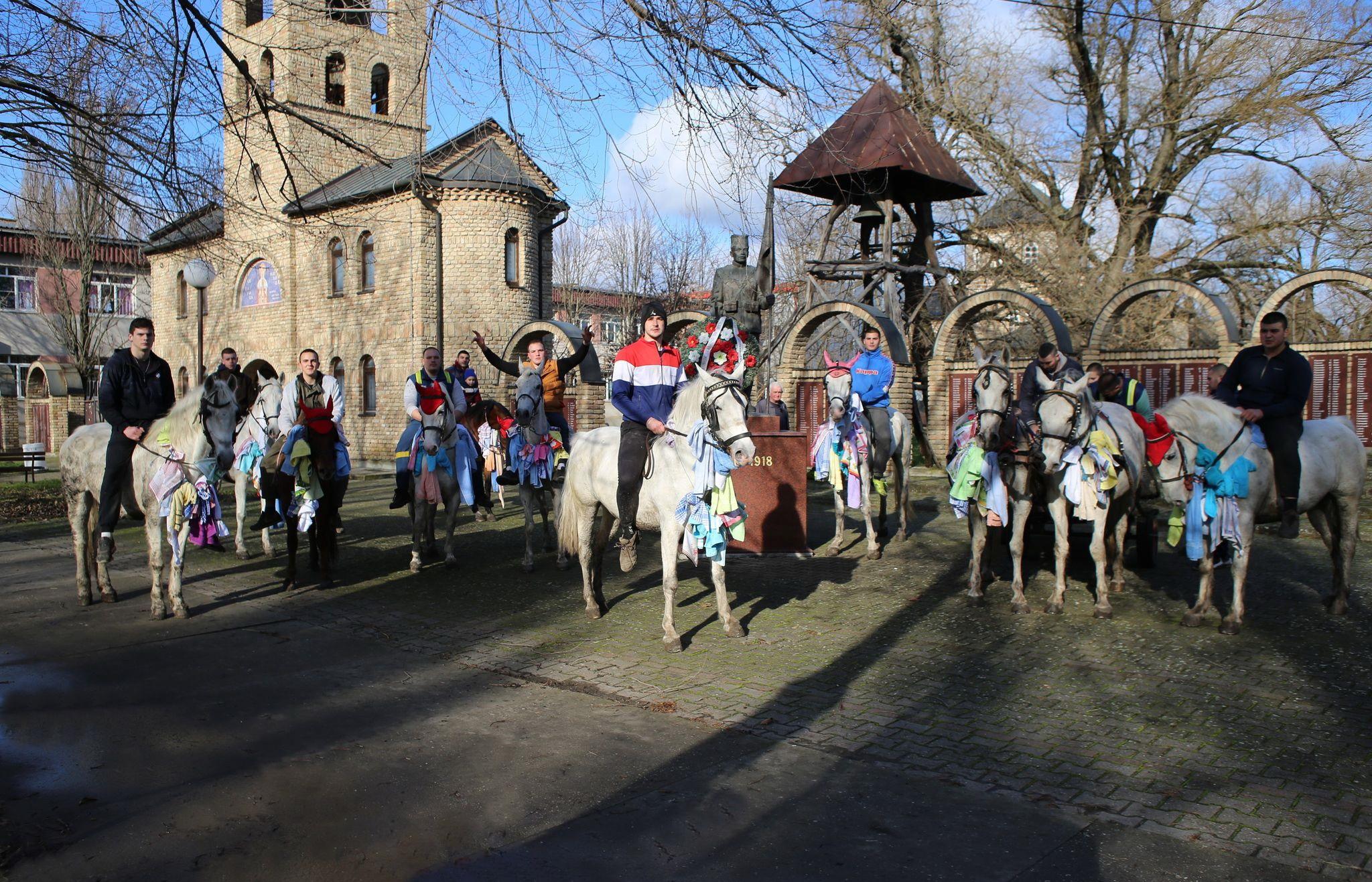 Tradicija jahanja konja prvog dana Božića (FOTO)