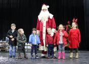 Deda Mraz obradovao mališane žitištanskog vrtića i decu čiji su roditelji zaposleni u Premium Chicken-u