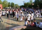 Žitištanski trg prepun dece na tradicionalnoj dečijoj folklornoj manifestaciji