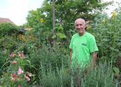 Dragan Šijan iz Žitišta neguje cvetni vrt, ukrasno bilje i životinje
