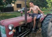 Ponosni mladi poljoprivrednik iz Ravnog Topolovca