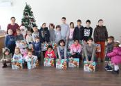 Podela paketića deci sa smetnjama u razvoju i deci u hraniteljskim porodicama